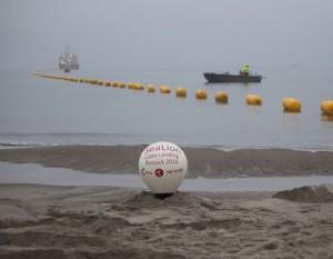 Suomi-Saksa-datakaapelin asennustyö Itämereen valmistui, kun kaapeli vedettiin rantaan Rostockissa.